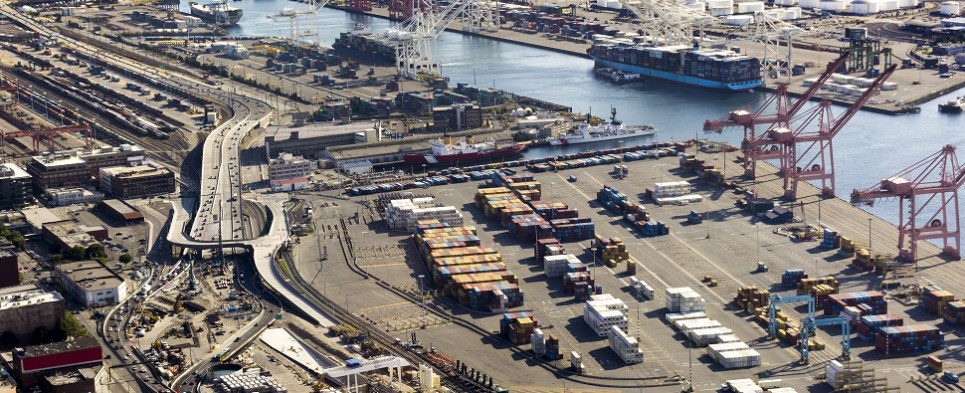 Meeting emphasized value of ports in handling shipments of export cargo and import cargo in international trade.