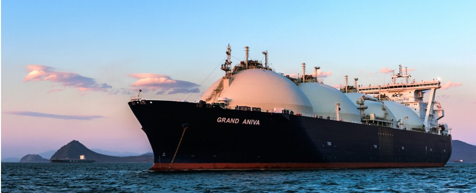 MOL ship management company manages LNG shipments of export cargo and import cargo in international trade.