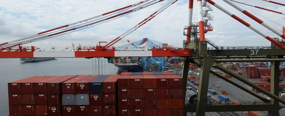 US seaports handle shipments of export cargo and import cargo in international trade.