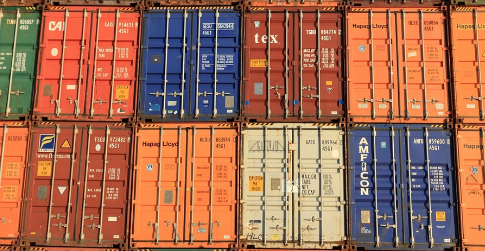 Airfreight vs  Sea Freight - Which Works Better - Global