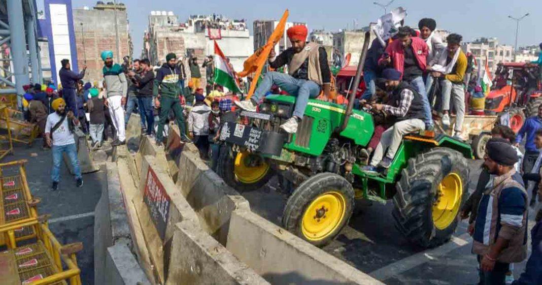 Indien-Bauern marschieren zum Parlament