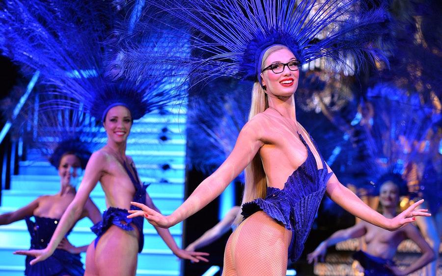 Globe_Bleu__Burlesque_ec2d3dcc-8c89-4bf1-9b23-30e0acec5624-3367-paris-the-lido-show-with-champagne-01