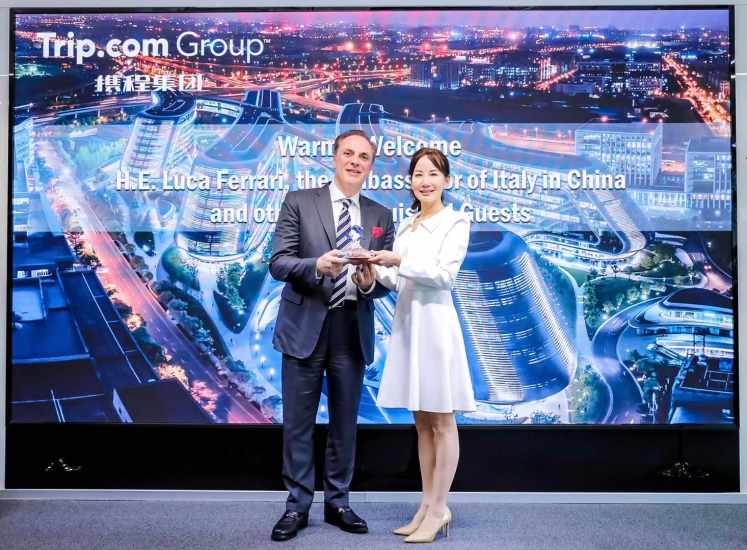 Trip.com Group CEO Jane Sun (right) meets with Italian Ambassador Luca Ferrari (right) at Trip.com Group headquarters.