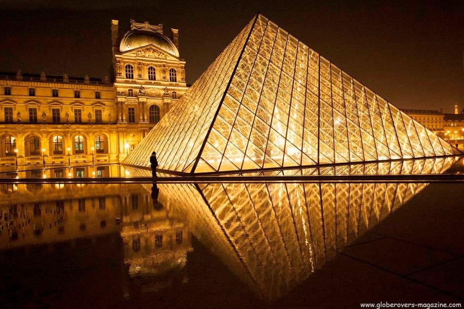 Louvre Pyramid (Pyramide du Louvre), Louvre Museum (Musée du Louvre), Paris, FRANCE