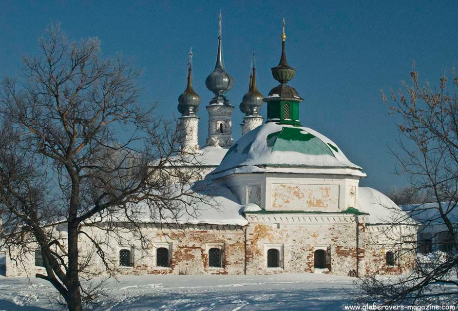 The Church of St. Paraskeva Pyatnitsa (front) and Church of Entry into Jerusalem (back), Suzdal, Russia