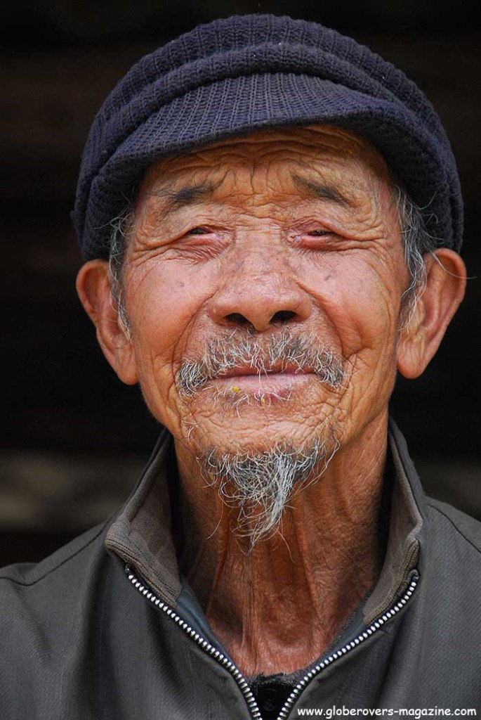 Portraits - Old man at the Teahorse Village, Tiger Leaping Gorge north of Lijiang, Yunnan, CHINA