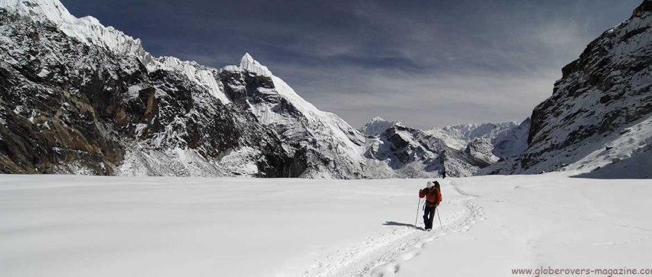 Hiking over Cho La Pass (5,330m), east of Gokyo, Nepal