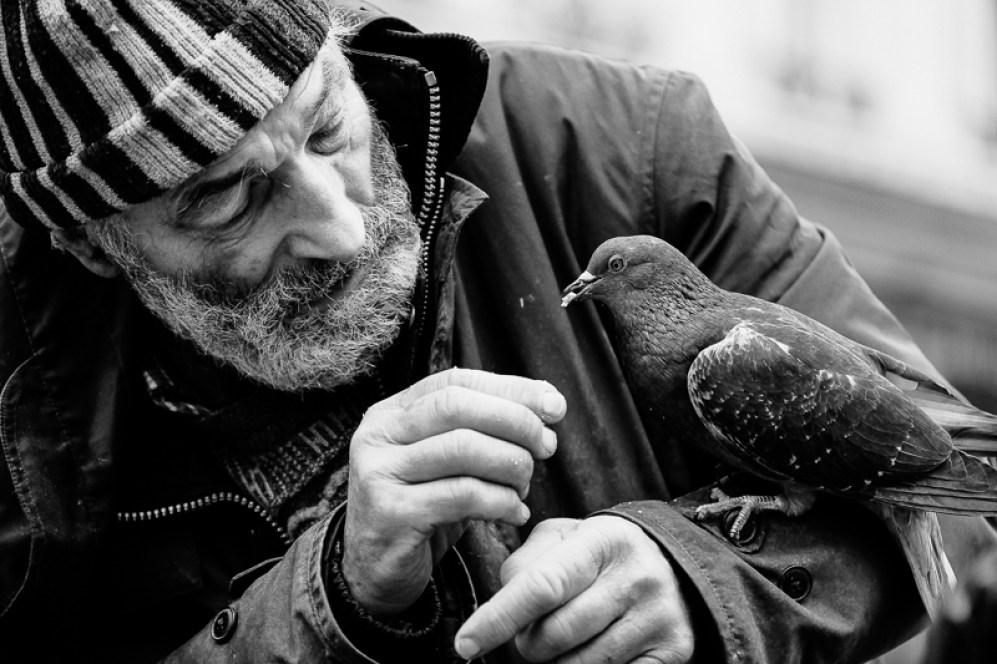 Obdachloser in Paris an Weihnachten