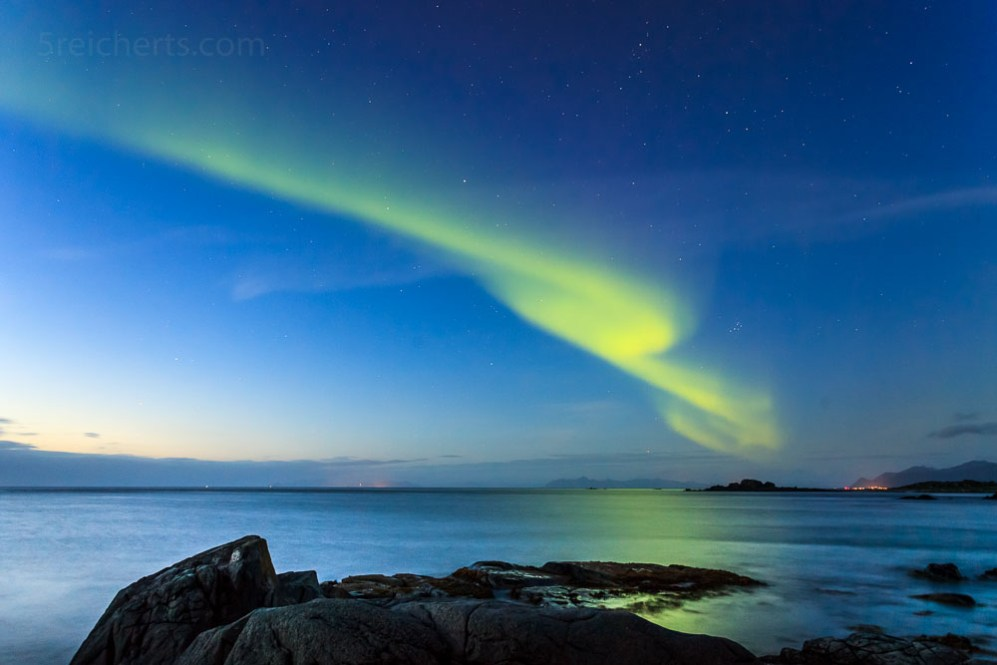 Nordlicht am frühen Abend