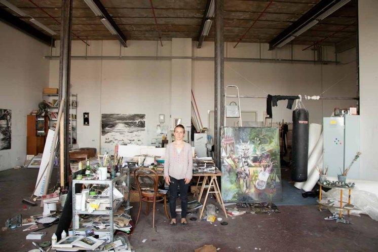 Nadin Maria Ruefenacht im Atelier