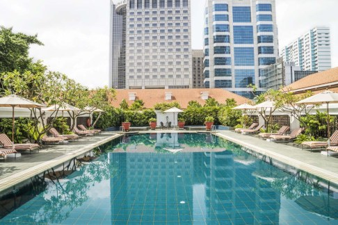 singapur-unterkunft-outdoor-swimming-pool