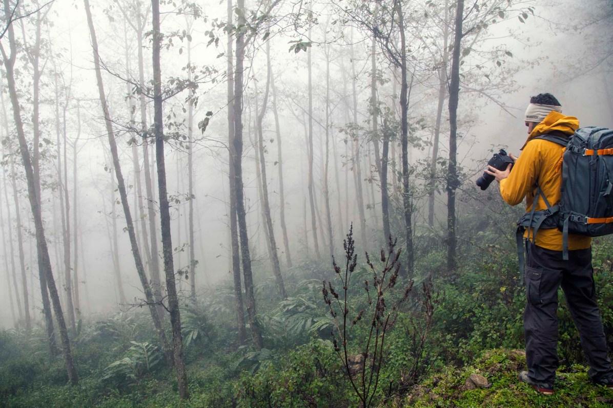 Trotz Nebel - Nico Schaerer auf der Suche nach guten Fotomotiven - © Nico Schaerer, nuvu.ch