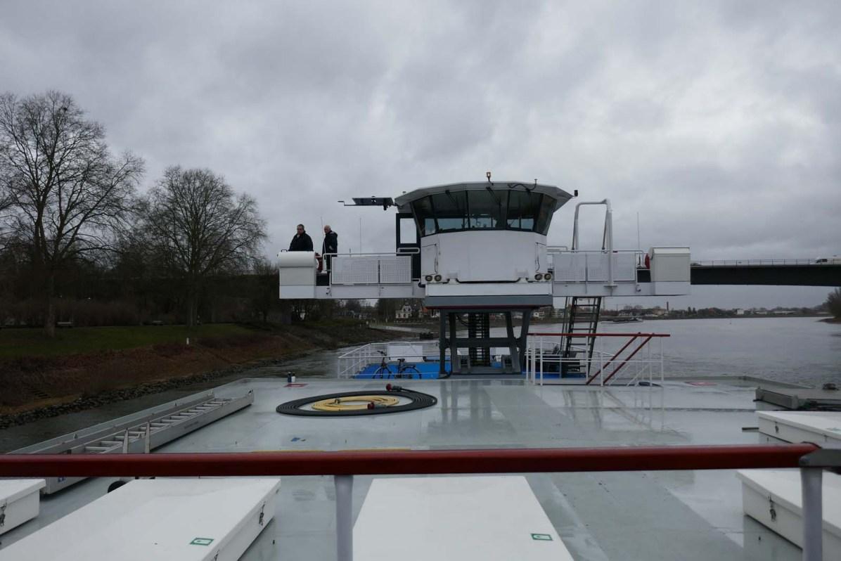 Kapitän und Steuermann auf der Kommandobrücke. Das Anlegen in Speyer erfordert absolute Präzision.
