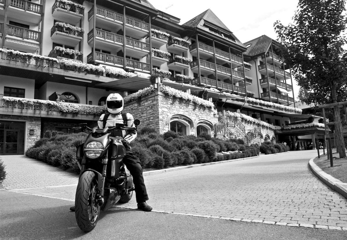 Maenner Motorrad Wochenende Schweiz Alpen 06