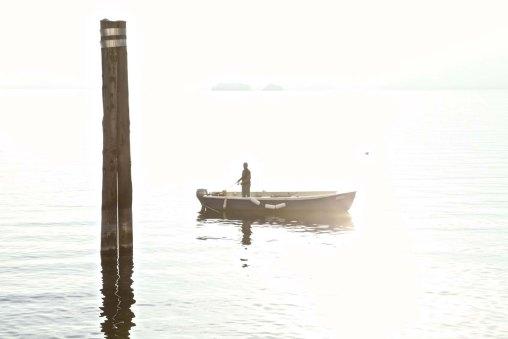 Ein Fischer am lago Maggiore
