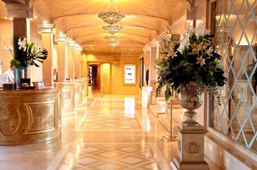 Und wieder zurück - die Lobby des Hotel Eden Roc