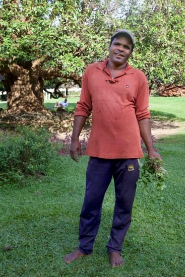 Ruwan, einer von 150 Gärtnern