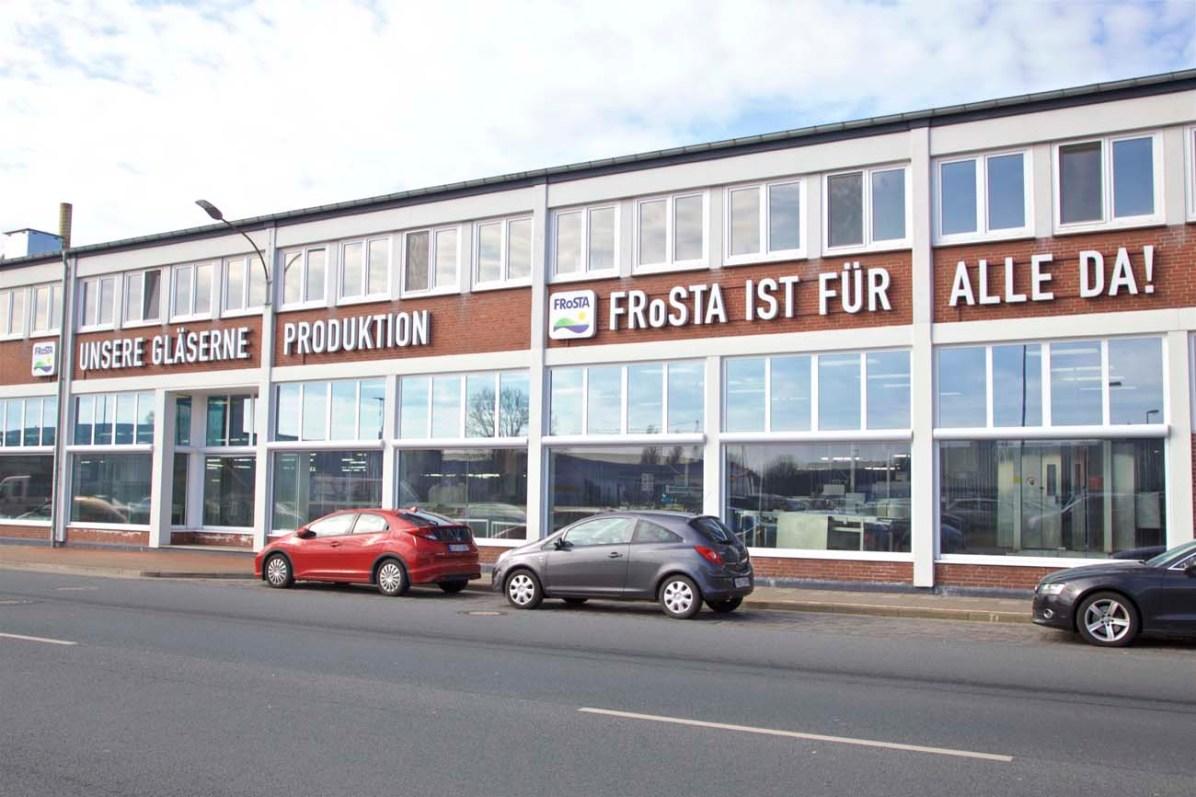 Bei Frosta kann man durchs Fenster zuschauen, wie die Fischstäbchen hergestellt werden.