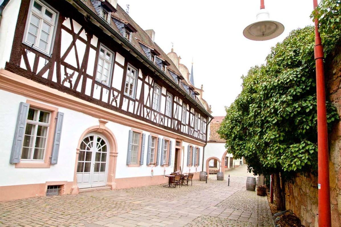 Die Vinothek «Weinkammer» befindet sich in einem ehemaligen Weingut.