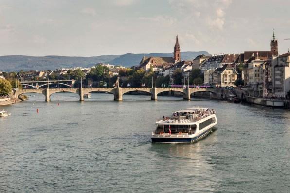 Basel Schifffahrt Rhystaern Schleusenfahrt 18