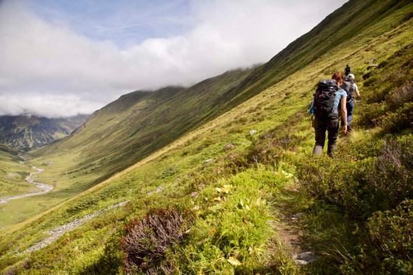 Fernwandern Graubuenden Kesch Trek Wanderer