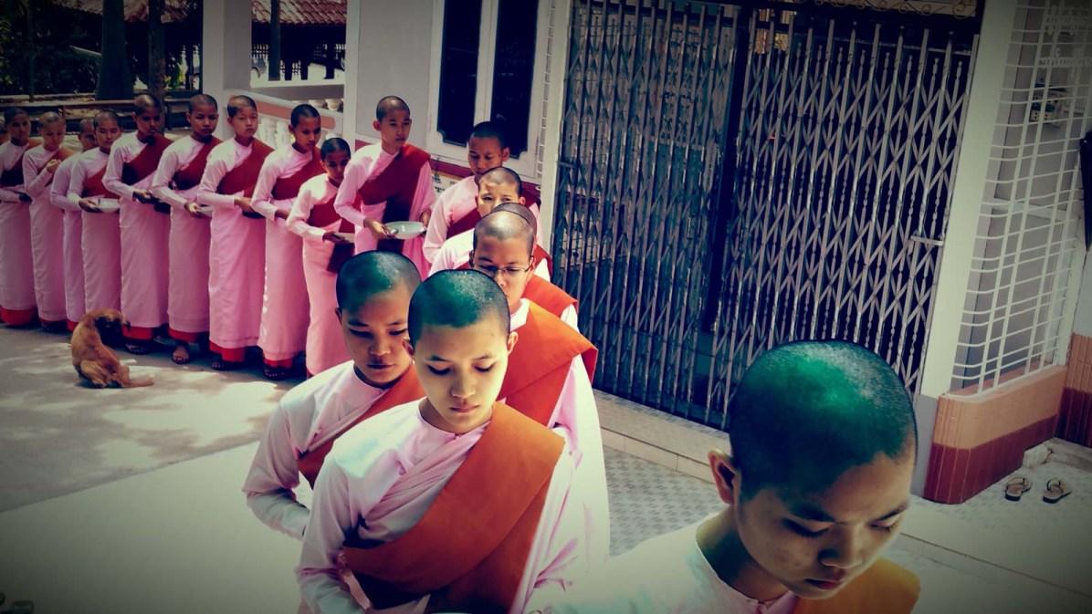 Mittagszeit im Frauenkloster von Mahagandayon.