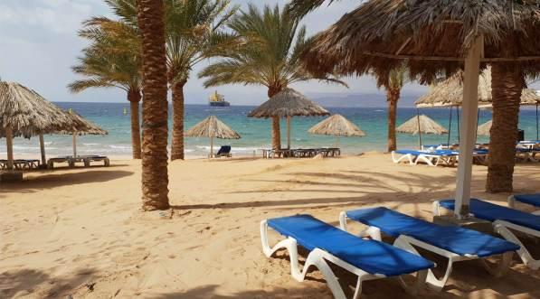 Klein aber oho: Der Privatstrand des Mövenpick Resort & Residences in Akaba Stadt.
