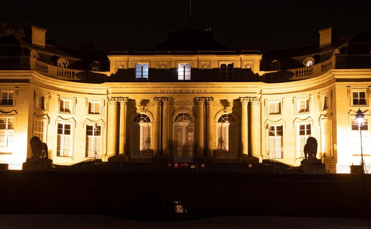Schloss Monrepos bei Nacht.