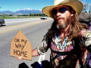 Mark-Eyeball-Kneestern-hitchhiking