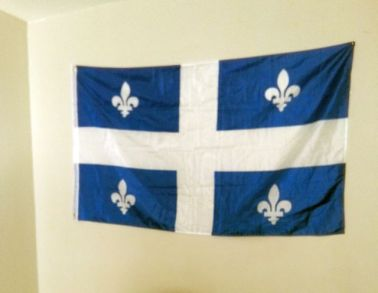 drapeau du Québec dans le bureau