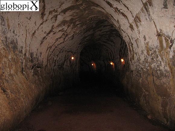 PHOTO GALAPAGOS: TUNNEL DI LAVA A SANTA CRUZ - Globopix
