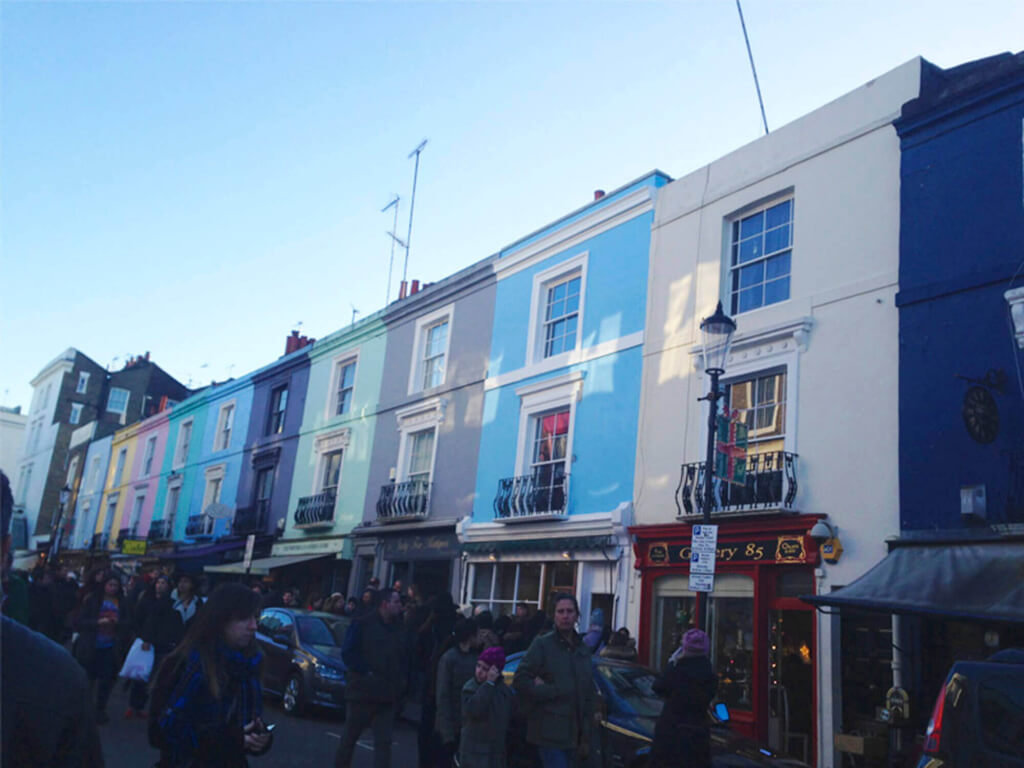 Colorida calle de Notting Hill