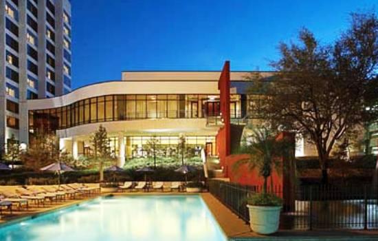omni-houston-hotel-houston-pool