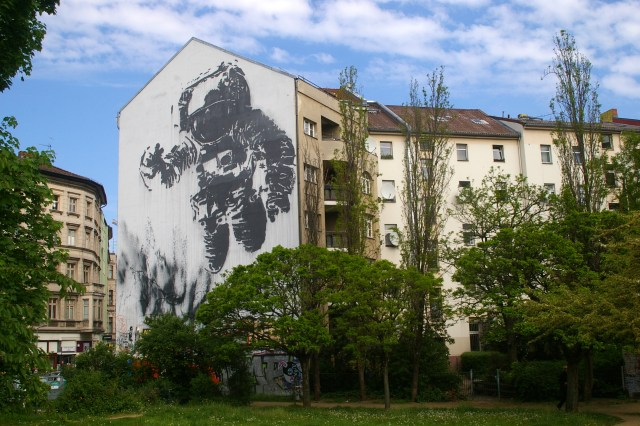 Berlin Graffiti - cosmonaut