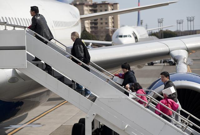 子連れ海外旅行はできれば直行便がおすすめです。子連れでの飛行機乗り継ぎは想像以上に大変です。