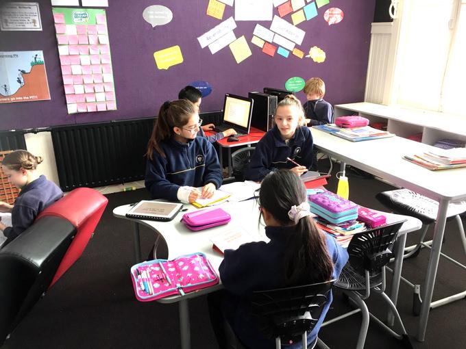ニュージーランドの小学校で行われている授業風景。答えよりもプロセスこそ重要とされています。