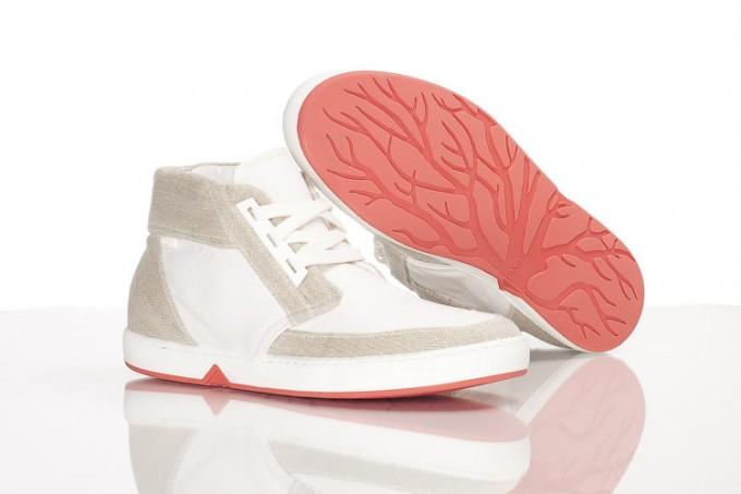オランダ人デザインエンジニアのクリスティアーン・マーツ氏の作品生分解する靴「OATシューズ」