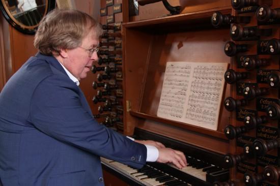 Organist en dirigent Wim Magré (57) is zondag 10 november 2019 overleden.