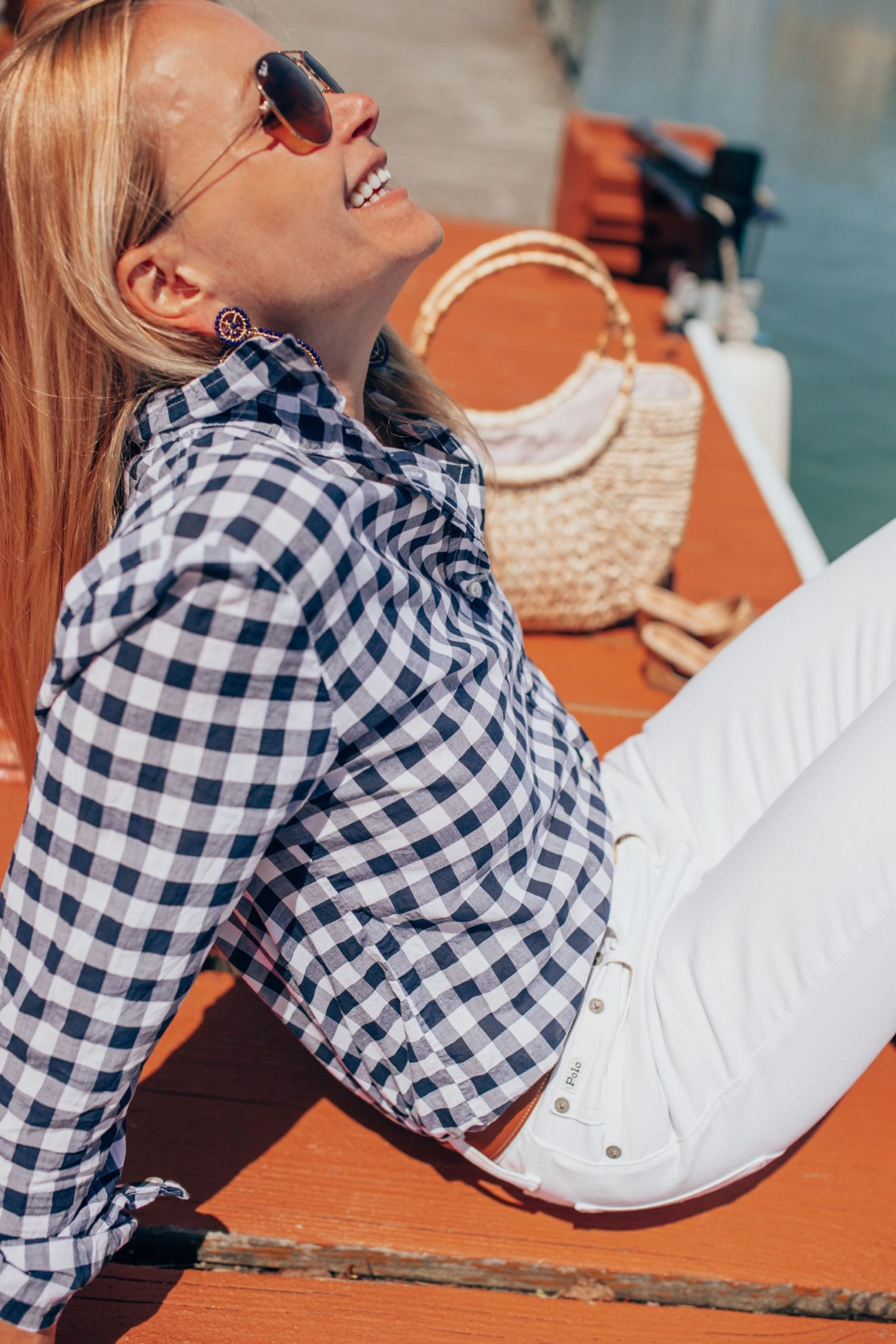 navy-gingham-button-down-and-white-jeans