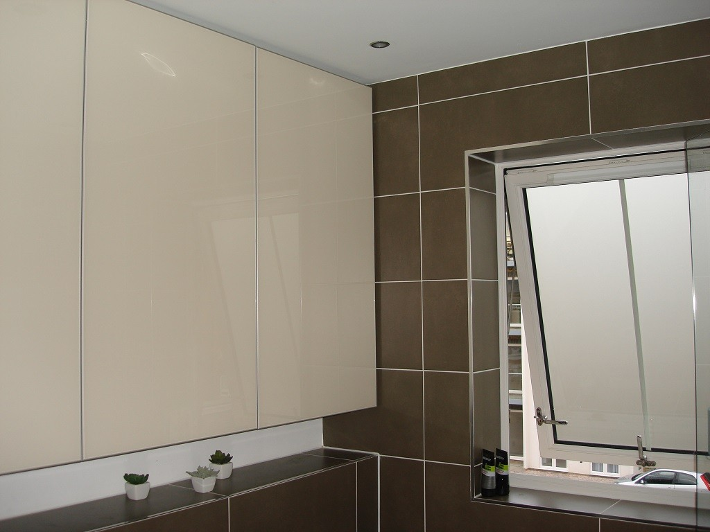 Custom Made Luxury Bathroom Painted Glass Cabinets