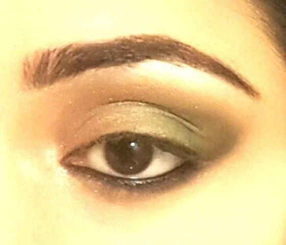 Gold and Green Smoky Eye Party Look Tutorial 10