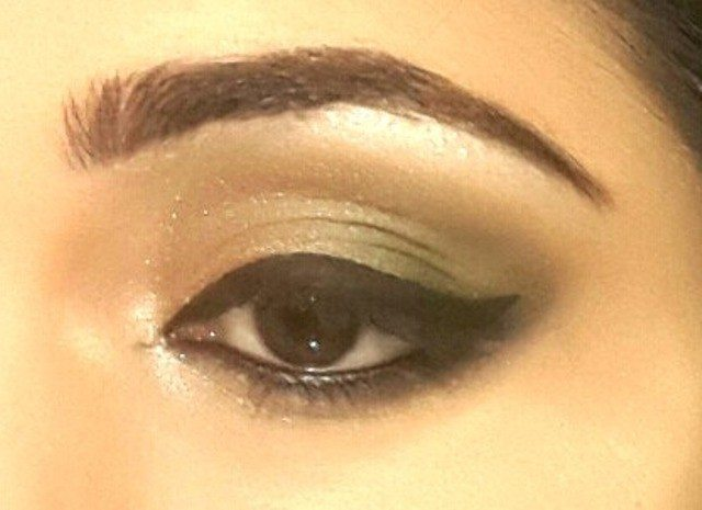 Gold and Green Smoky Eye Party Look Tutorial 11