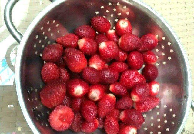 easy home made strawberry sauce recipe 9