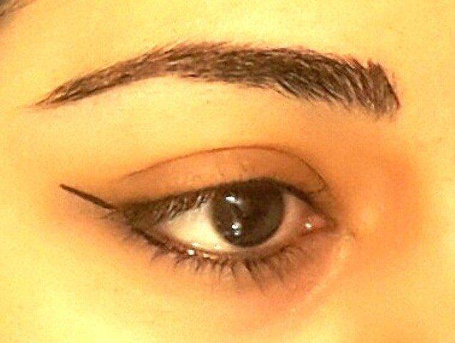Easy Winged Eye Liner Tutorial 1