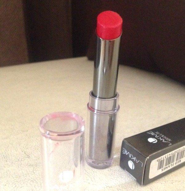 Lakme Absolute Sculpt Studio Hi- Definition Matte Lipstick-Red Flames Review 1