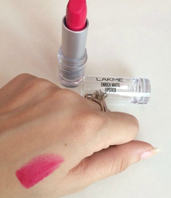 Lakme Enrich Matte Lipstick PM 15 Review 4