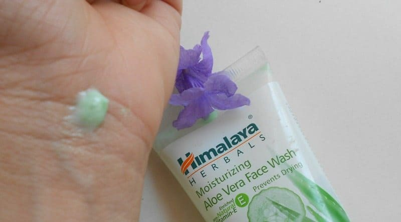 Himalaya Herbal Moisturizing Aloe Vera Face Wash Review 4