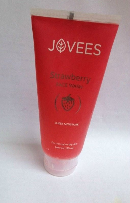 Jovees Strawberry Face Wash Review (5)
