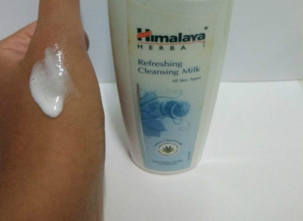 Himalaya Herbal Refreshing Cleansing Milk Review 3
