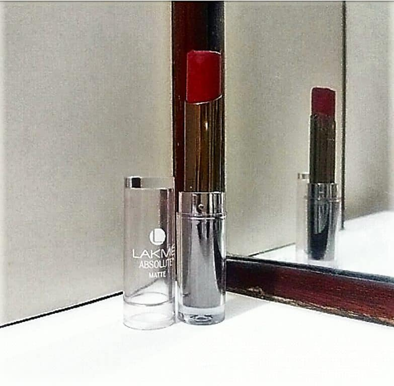 Lakme Absolute Sculpt Studio Hi Definition Matte Lipstick Crimson Touch Review 3
